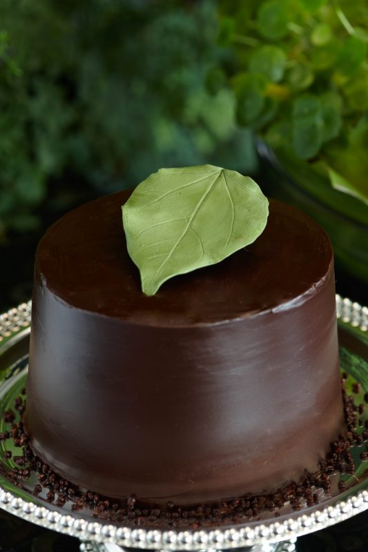 18_S-E-V-V-A-Chocolate-Caramel-Chiffon-cake-topped-with-Sugar-Art-Leaf