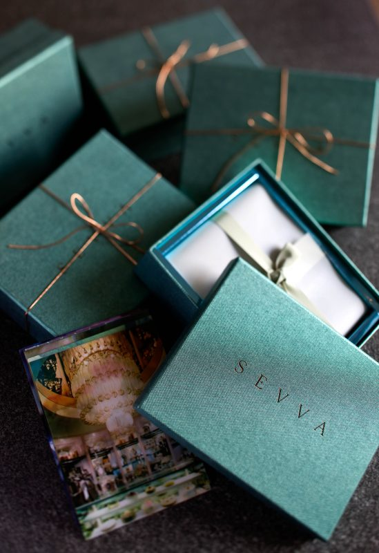 S E V V A - gift box with Lenticular postcards
